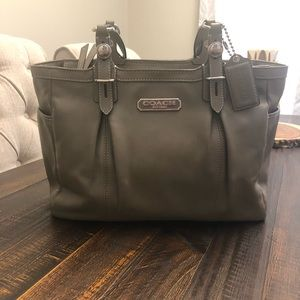 Coach East/West Gallery Leather Tote. J1082-F16565